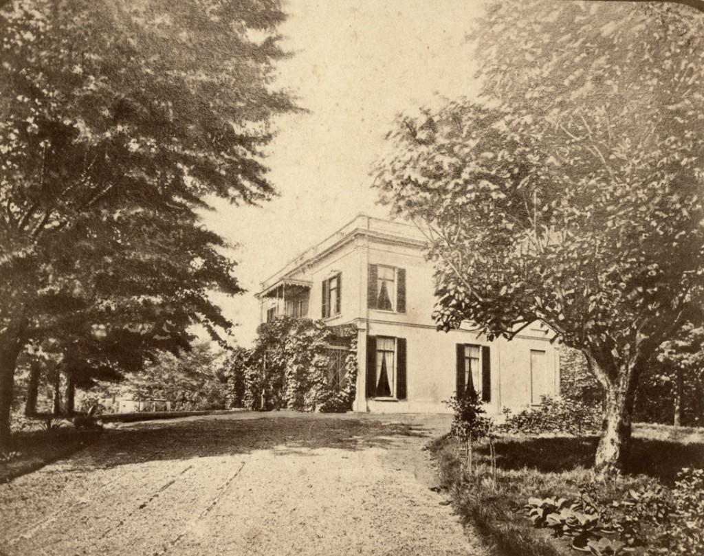 Het door Loopuyt gebouwde huis de Dennenkamp.