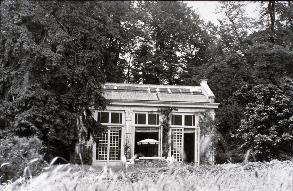 De oranjerie, gebouwd i.o.v. Kneppelhout na aankoop van het landgoed. In diens tijd was er een zondagsschool in onder gebracht.