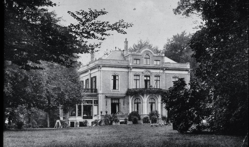 """Huis """"Hartenstein"""" in de tijd dat het nog woonhuis was, voor WOII. Daarna werd er een hotel in gevestigd."""