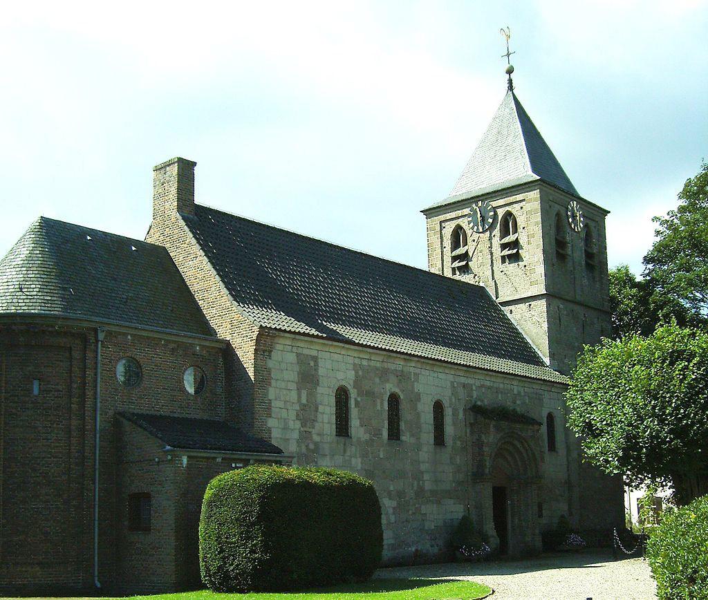 De toegangspartij tot de Oude Kerk aan de noordzijde der kerk.