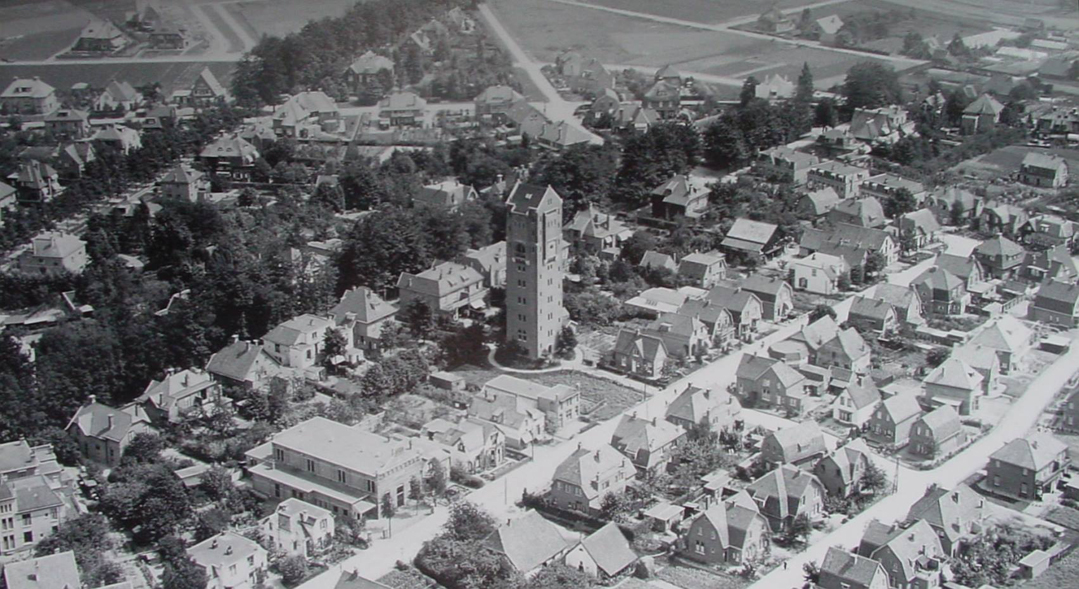 Luchtfoto van de Molenweg uit 1929.