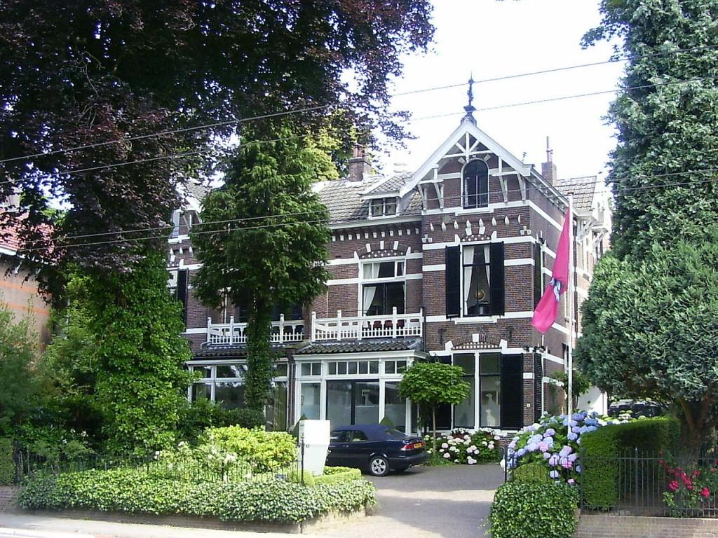 De dubbele villa op Utrechtseweg 111-113 te Oosterbeek.