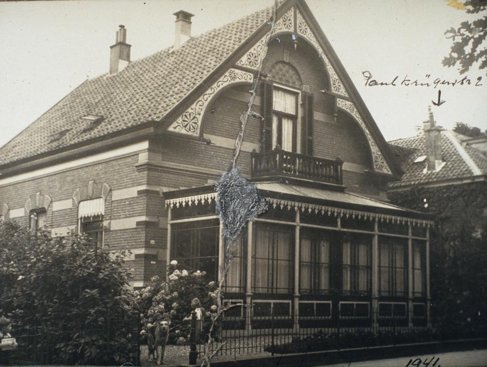 Op de voorgrond Paul Krugerstraat 4 met rechts daarvan het huis op nummer 2.