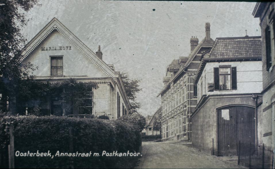 Annastraat noordwaarts vanaf de hoek met de Weverstraat.