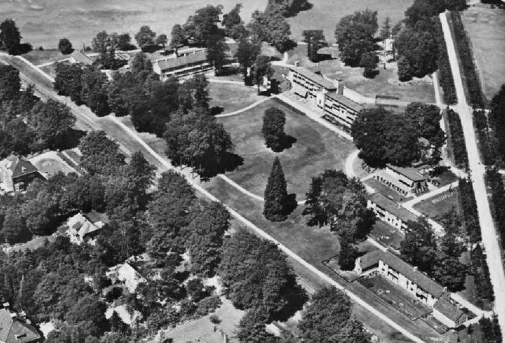 Luchtfoto van het tehuis voor de Sonneberg.