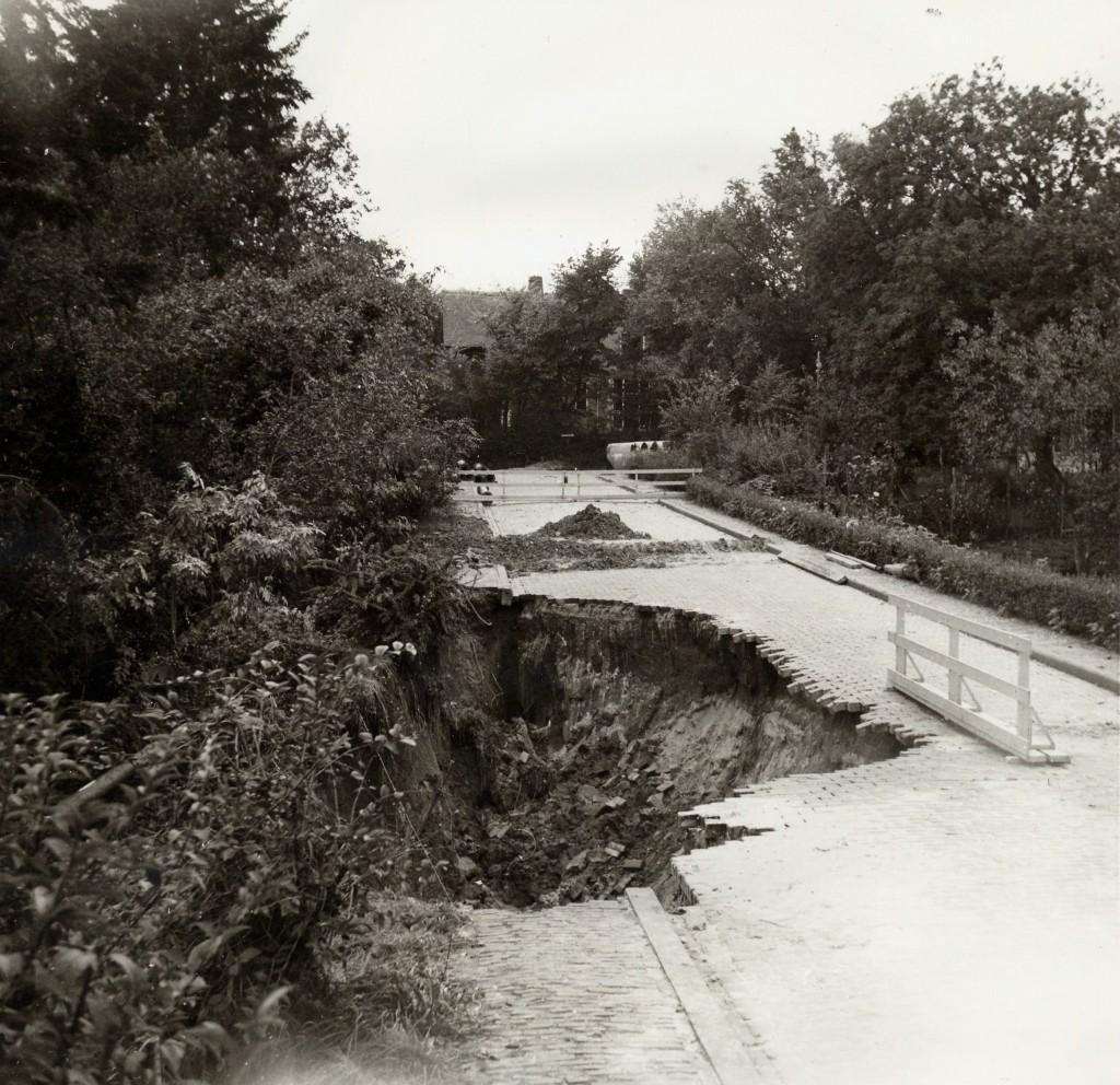 De Dam oost/west.