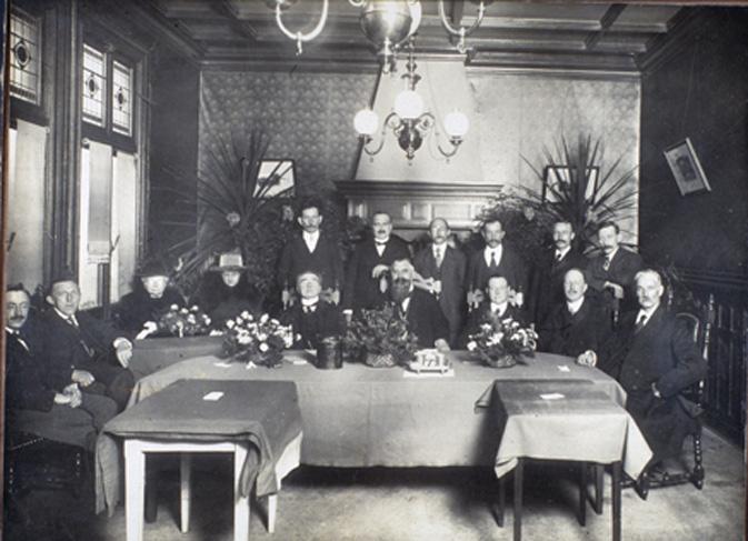 Installatie van Jan van der Molen als burgemeester van Renkum. Foto 1919