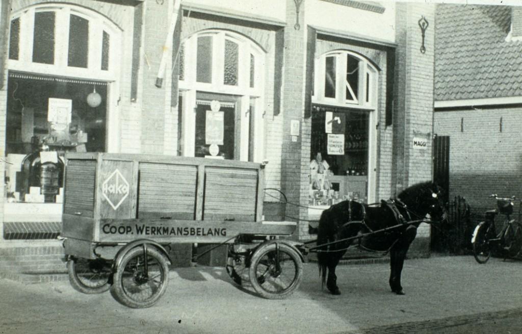 """Het pand van de """"Coöperatie Werkmansbelang"""",  Wilhelminastraat 19, gebouwd in 1907."""