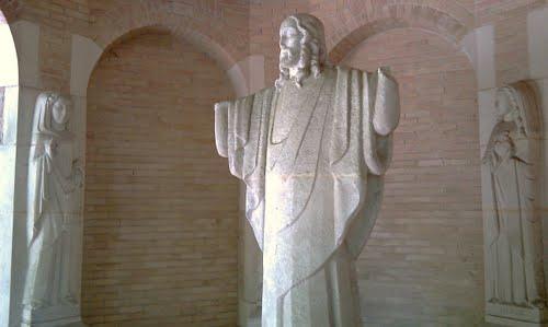 """Het Christusbeeld in de gelijknamige kapel op """"Mariëndaal""""."""