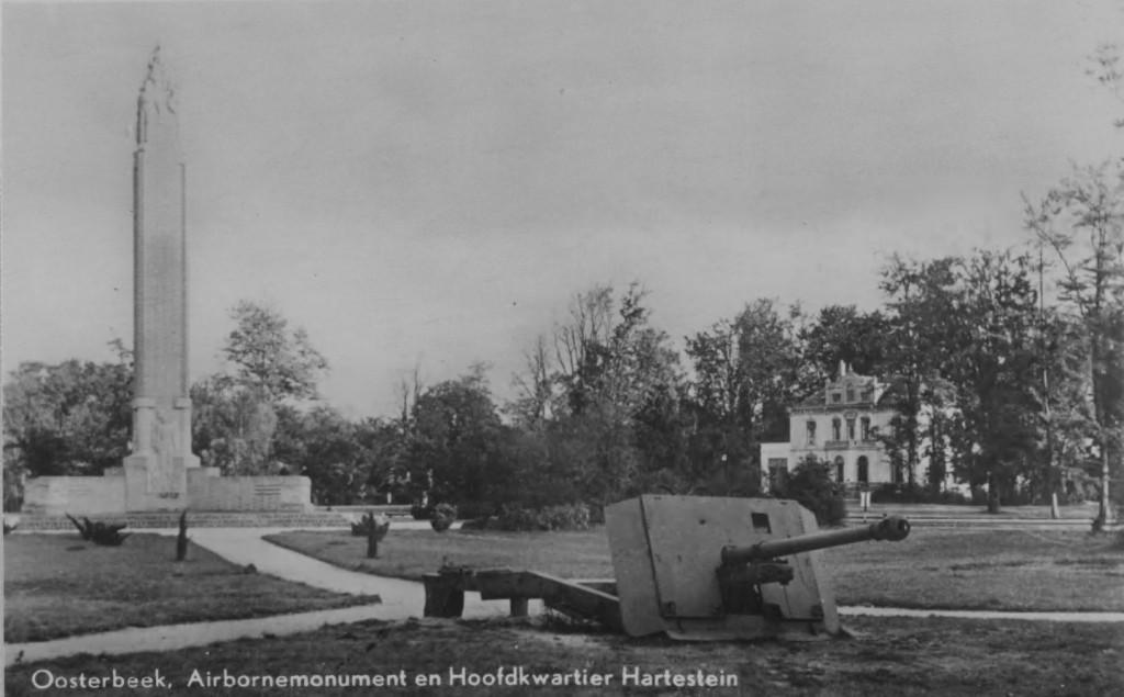 De ligging van het Airborne- monument t.o.v. hotel Hartenstein.