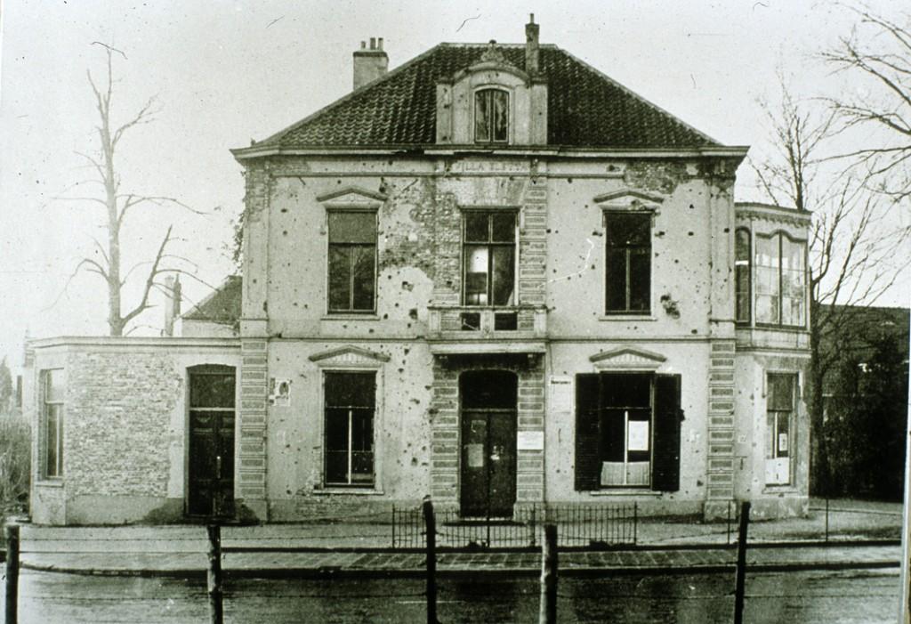 """De villa """"Eletta"""" in 1945. De oude glorie is door de schade heen nog steeds zichtbaar."""