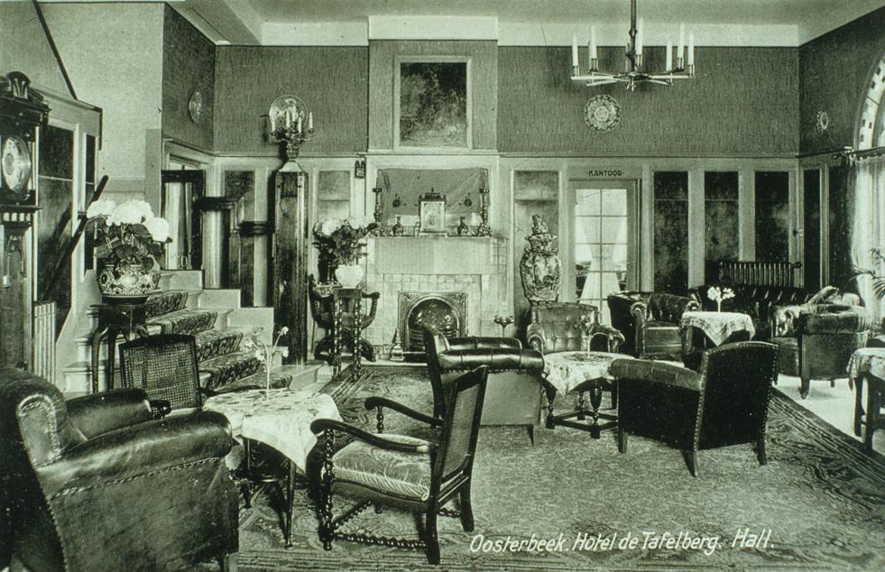 """De lounge van hotel """"de Tafelberg""""."""