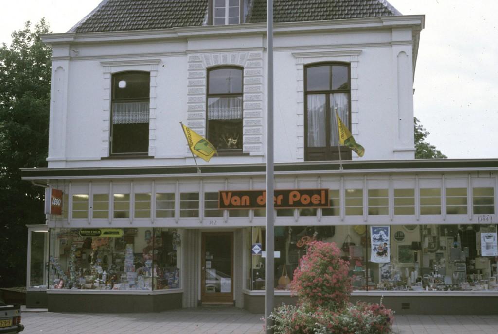 De winkel van Van der Poel in villa Marie Louise.