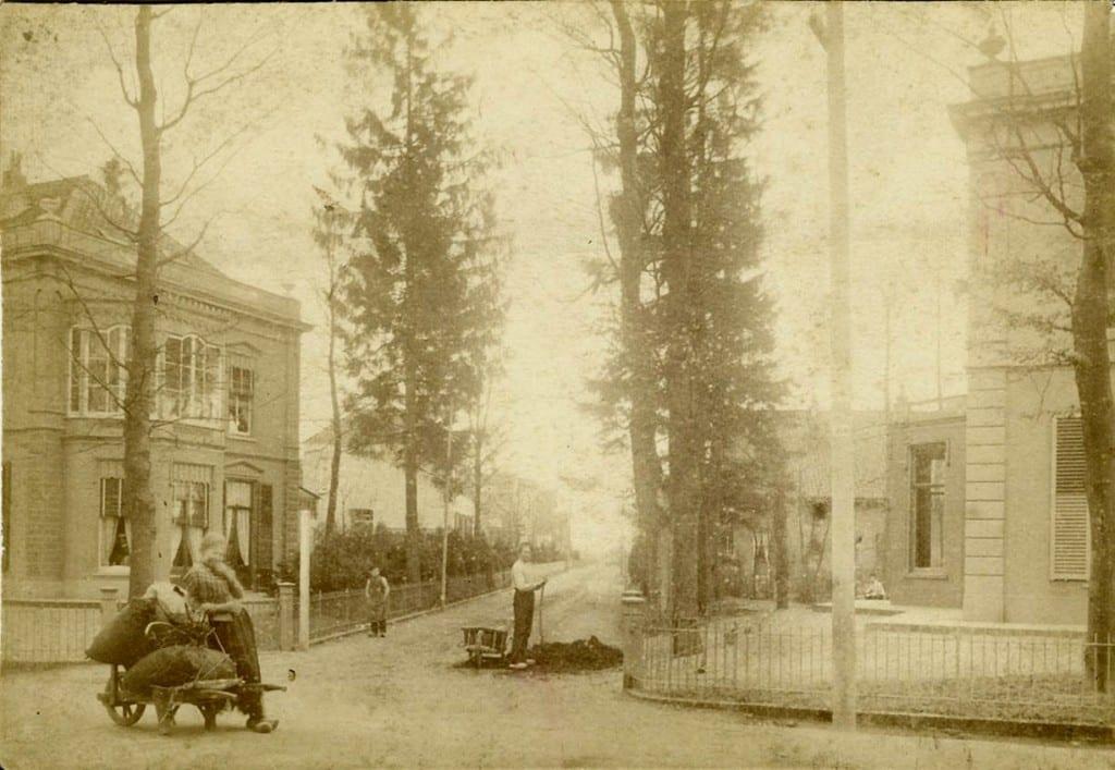 Een vroege foto van de Annastraat bij de Utrechtseweg met aan weerszijden de nog bestaande, uiterlijk sterk veranderde villa's.
