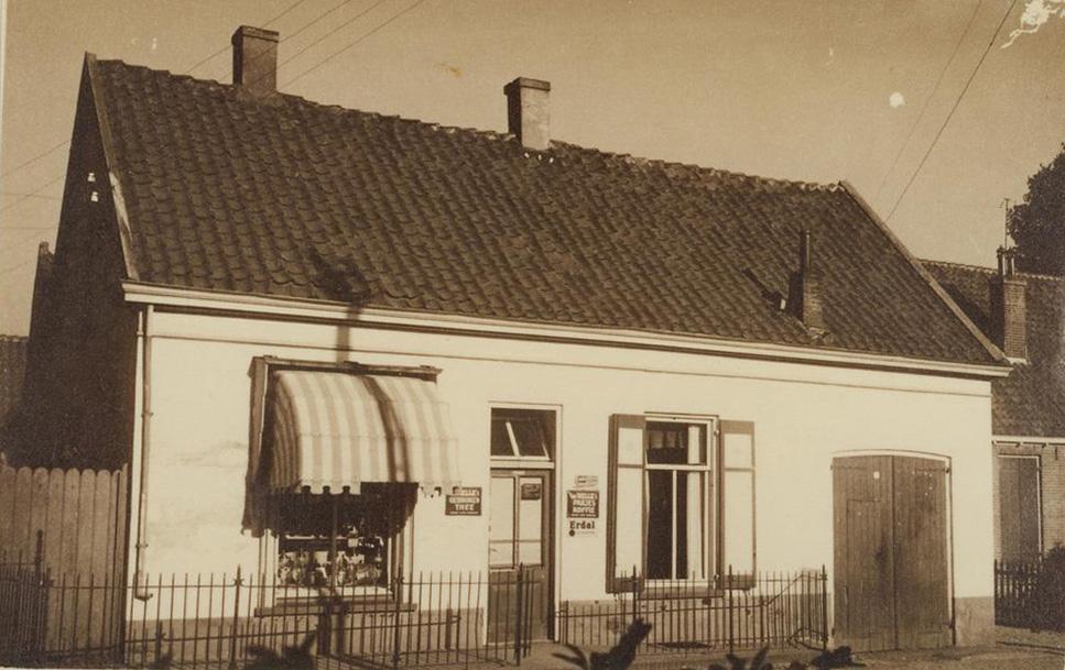 Het pandje van de bakker Heuterman nabij het kruispunt Jacobaweg/ Van Toulon van der Koogweg, in later jaren vervangen door een groter pand dat in WOII werd verwoest.