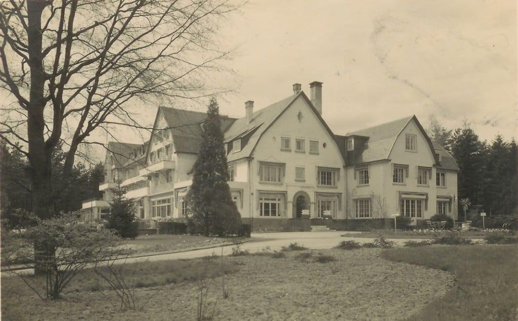 In het hotel de Bilderberg is nog duidelijk te zien dat het voormalige huis van Van Tienhoven onderdeel is geworden van het hotel.