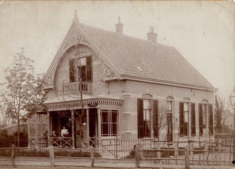 De villa op Emmastraat  rond de jaren `30 toen het pension was opgeheven. De naam Helena is eveneens van de topgevel verdwenen.