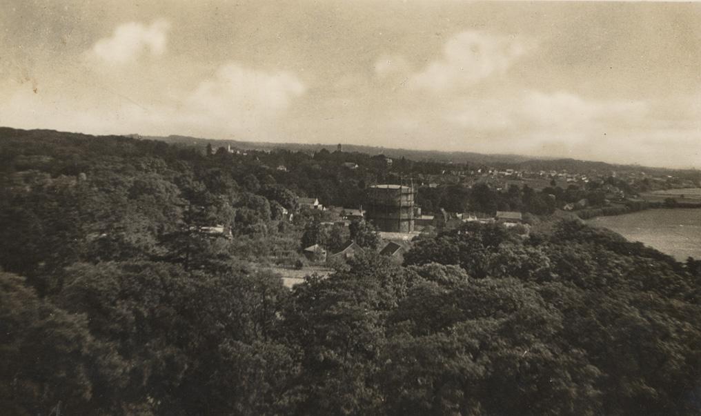 Gezicht op de gasfabriek vanaf de uitkijktoren van de Westerbouwing. Foto rond 1935.