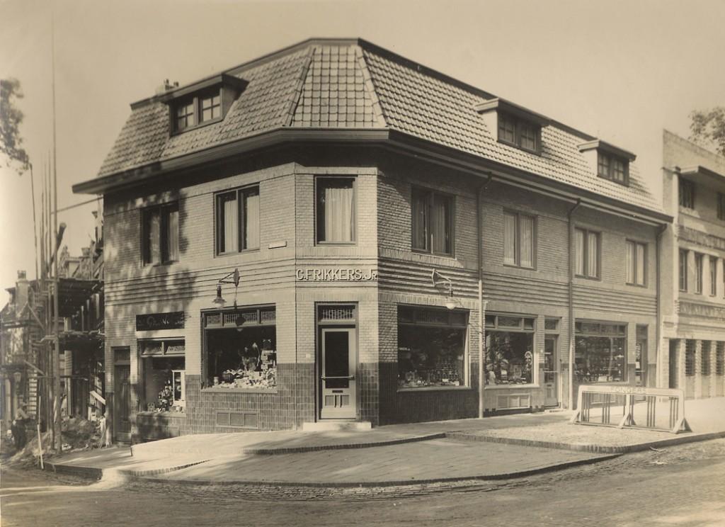 """De winkel van C. Frikkers """"in comestibles"""""""