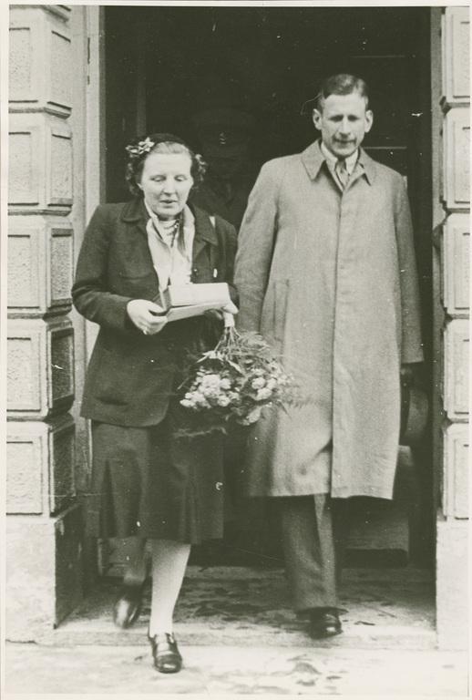 Bezoek van prinses Juliana aan Oosterbeek in 1945 met aan haar zijde Jan ter Horst.