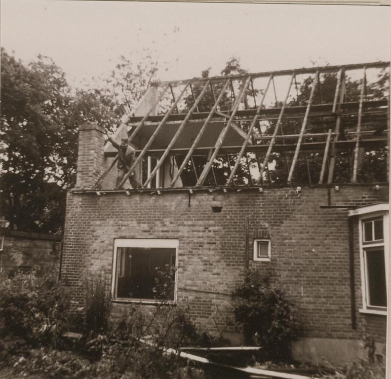 De afbraak van het huis op Nico Bovenweg 42 in 1964.