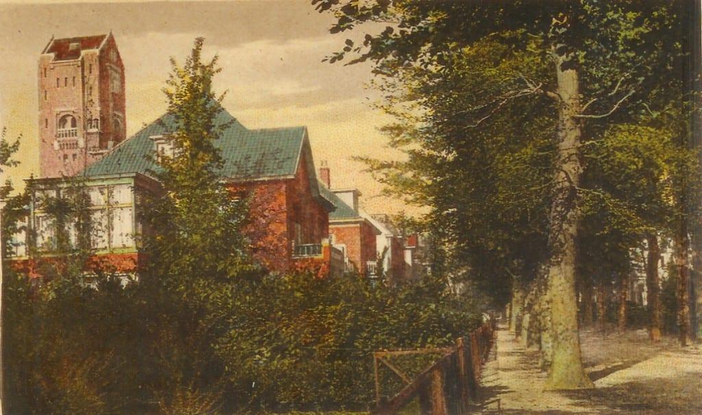 De Beukenlaan nabij het pad naar de watertoren aan de Molenweg.