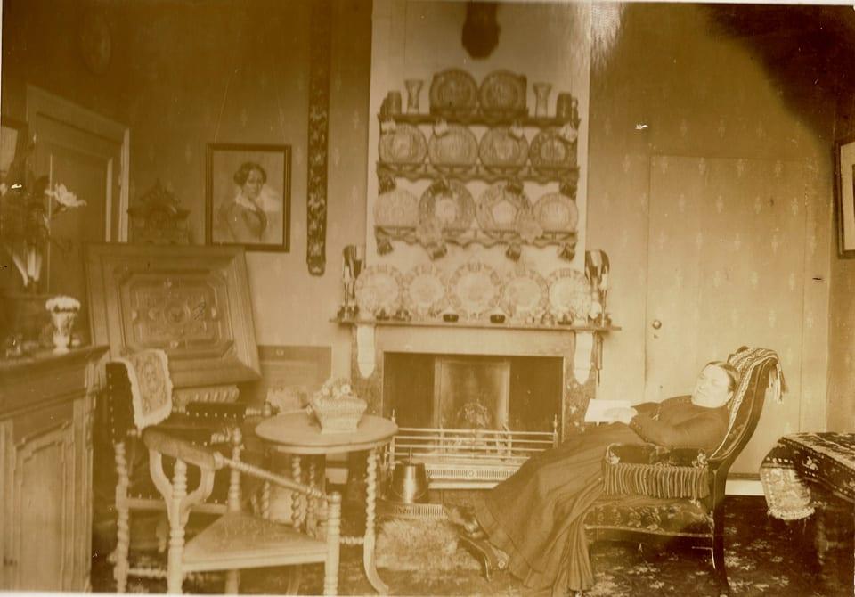 """De slaapkamer van Anna Henriette Wolterbeek op """"Valkenburg""""."""