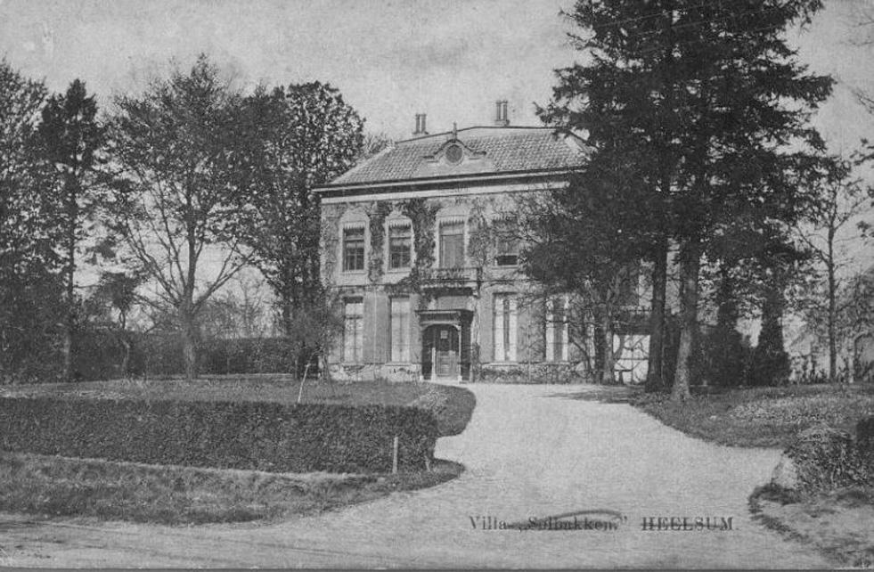 """Huize """"Solbakken"""" dat stond aan de Utrechtseweg te Heelsum op de plek van het huidige nummer 63. Solbakken lag tegenover de in het Heelsums beekdal liggende papierfabriek."""