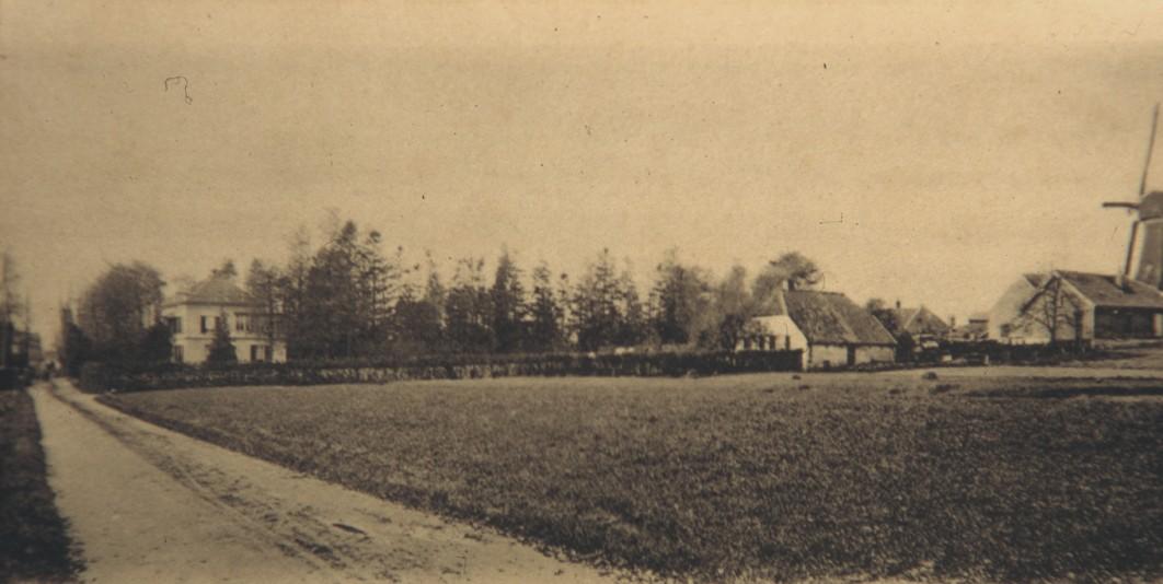 De Emmastraat met de burgemeesterswoning van Jan van der Molen, Heuveloord. Het gebied links heette Amerisberg en rechts zien we Molenberg II, de huidige Molenweg