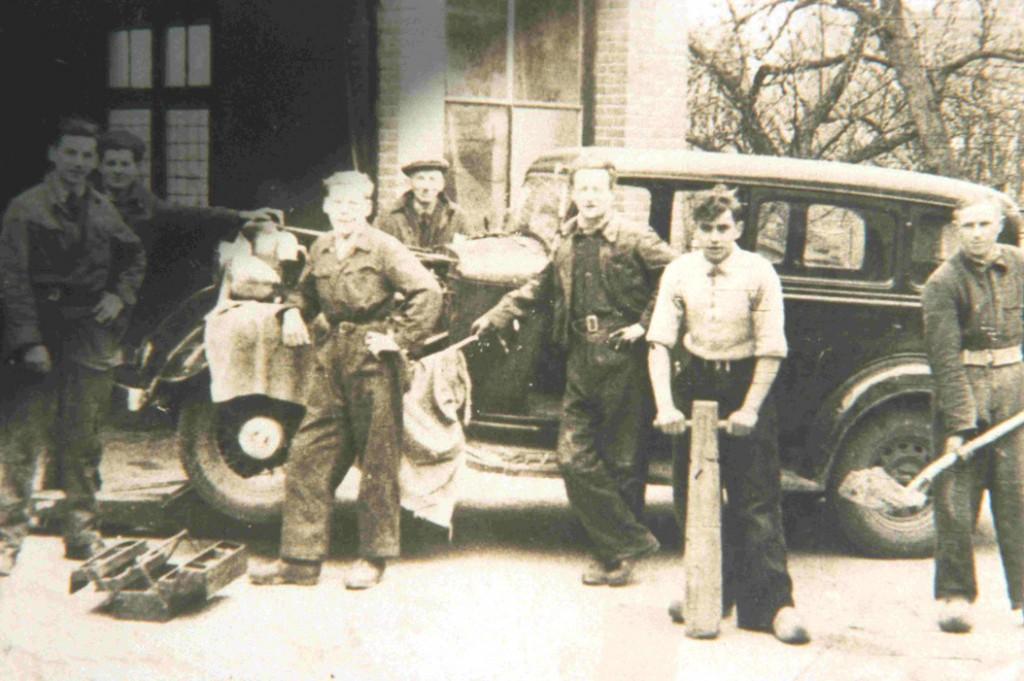 De garage van Gerrit de Winkel in 1950.