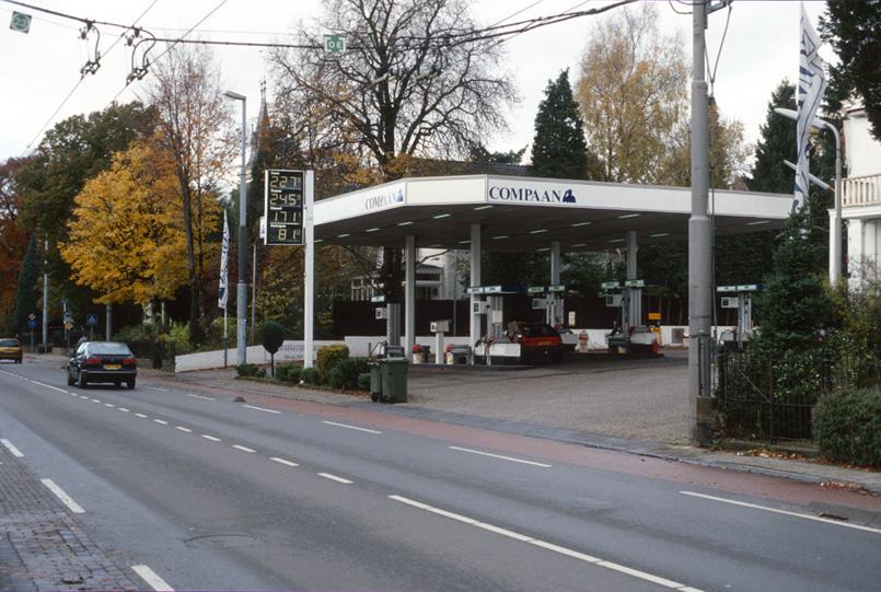 Het benzinestation van Compaan in de nadagen. Foto uit 2001.