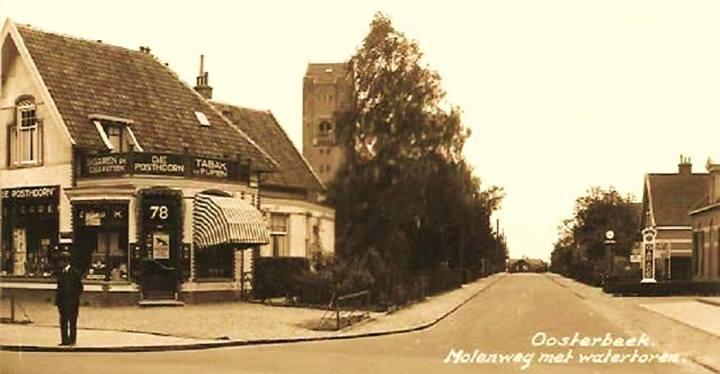 De Molenweg in zuidelijke richting vanaf de hoek met de Utrechtseweg.