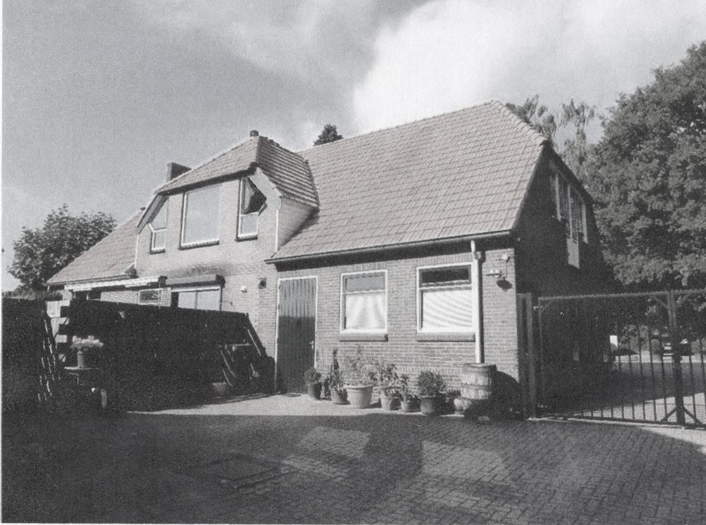 Op Gellkerkenkamp staat de boerderij van de familie Hooijer die jarenlang hier vanuit menig grasland en akker in Oosterbeek bewerkten. De laatste van het geslacht Derk Hooier biedt de boerderij nu te koop aan waarmee jaren van agrarische activiteit wordt beëindigd.