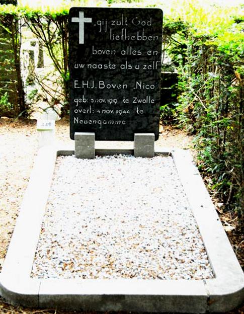 Het graf van Evert Boven op de Algemene Begraafplaats Noord aan de Van Limburg Stirumweg te Oosterbeek.