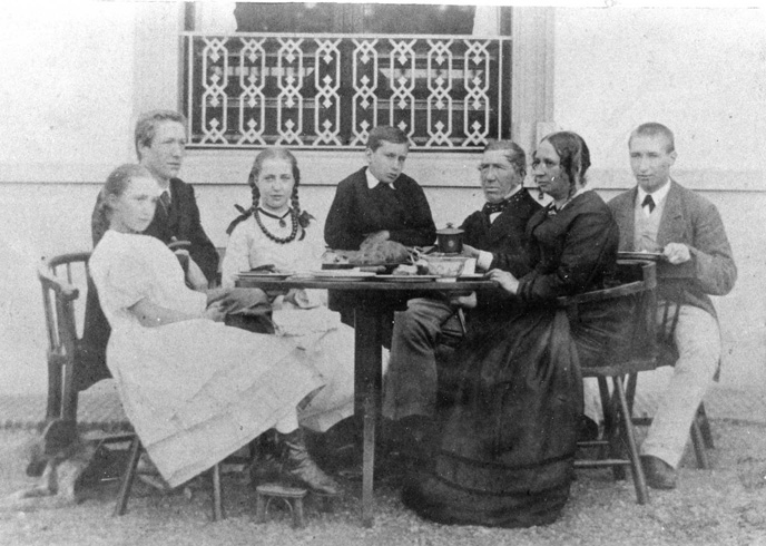 Sanders met zijn tweede vrouw en kinderen uit beide huwelijken