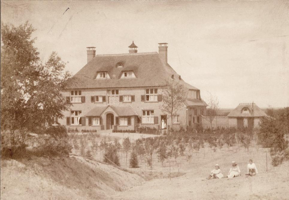 """Het huis """"Laag Wolfheze, gebouwd in 1922 in opdracht van Christiaan Pieter van Eeghen."""