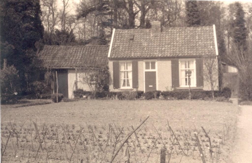 """Het tuinman huisje van """"De Pietersberg, woning van de tuinman Gerritsen en voor hem Van Ommen."""