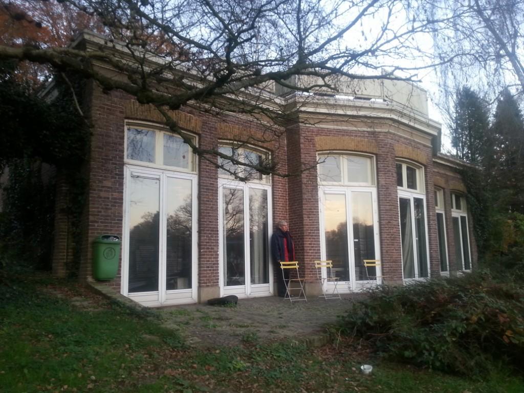 """De oranjerie van """"Mariëndaal"""", anno 2015 in gebruik als atelier."""