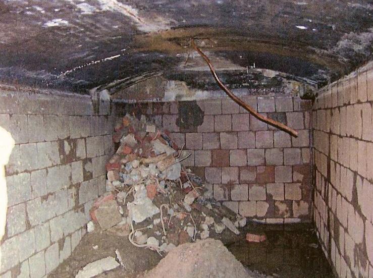 De waterkelder van het tweede huis Hemelse Berg welke door de sloper Jan Hofstede gespaard werd. Inmiddels is deze door veronachtzaming ingestort.