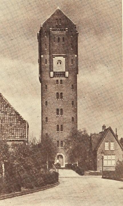 De watertoren van Sanders op de Molenweg.