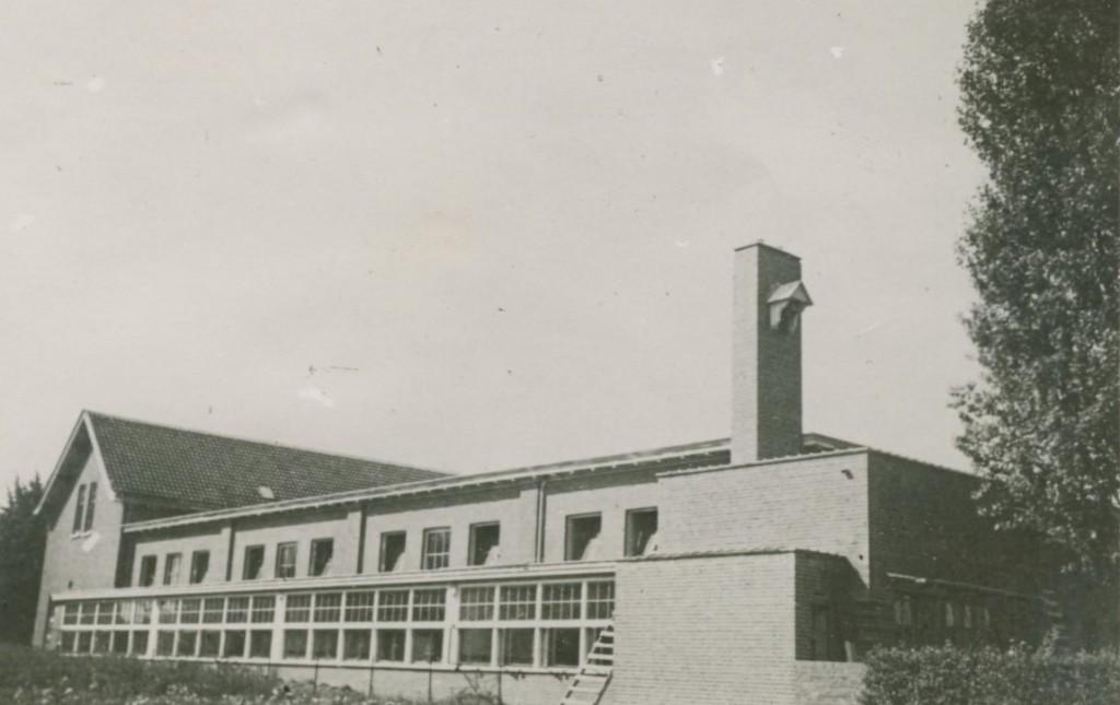 Oostgevel Wilhelminaschool na de verbouwing in de jaren `30.