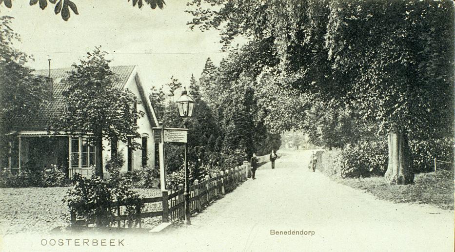 """Het nog bestaande huis aan de Benedendorpsweg 170, gebouwd in 1850, waarin rond 1900 het pension """"Catharina"""" gevestigd was."""