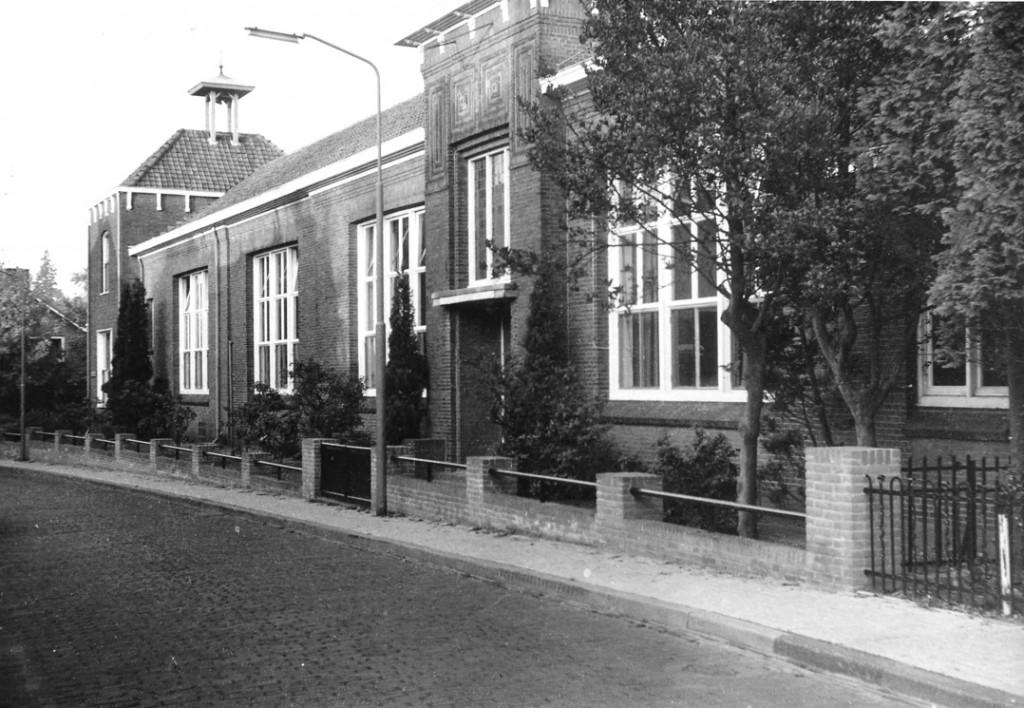De nieuwbouw van de Paasbergschool rond 1974.