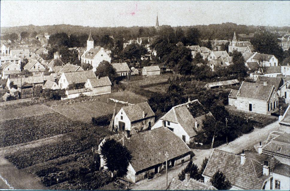 Uitzicht vanaf de watertoren in westelijke richting met de Jacobaweg en de Remonstrantse kerk.