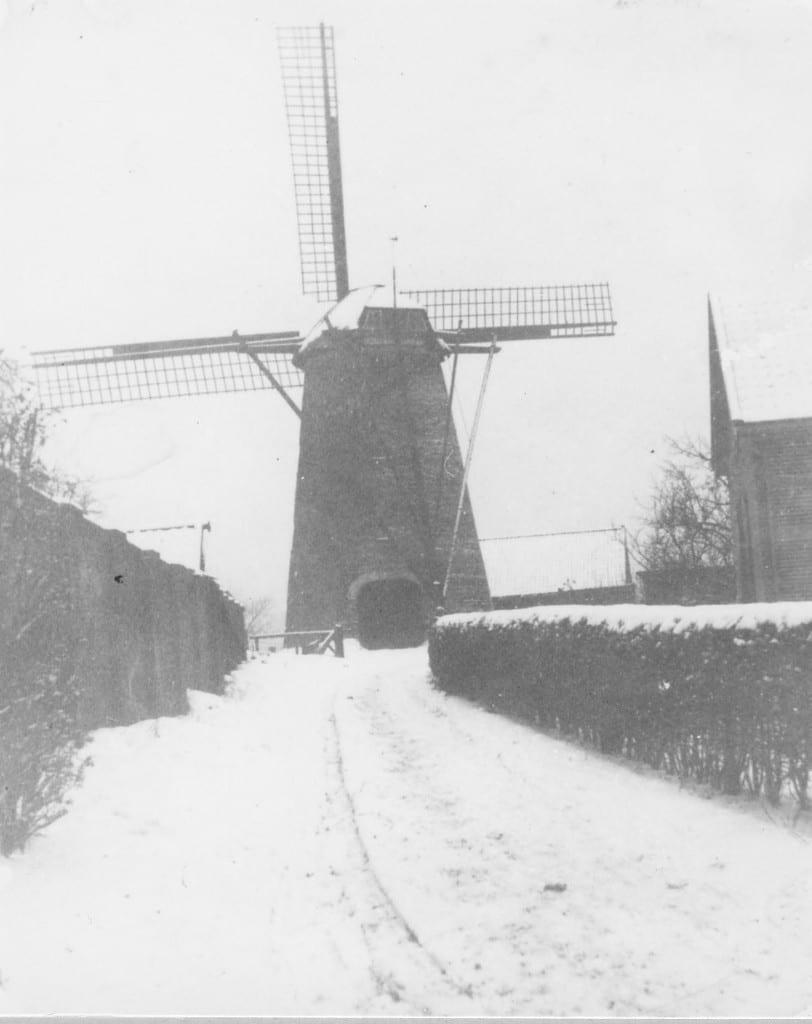 """De molen """"de Nieuwe Hesch"""" op de Molenberg."""