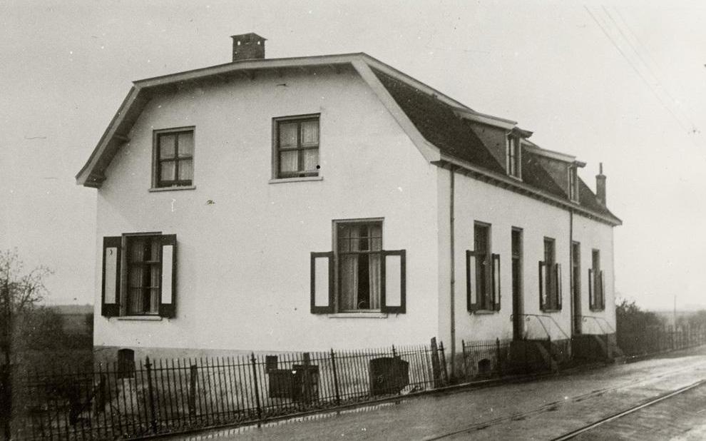 Het voorlaatste huis aan de zuidkant voor de Polderweg,
