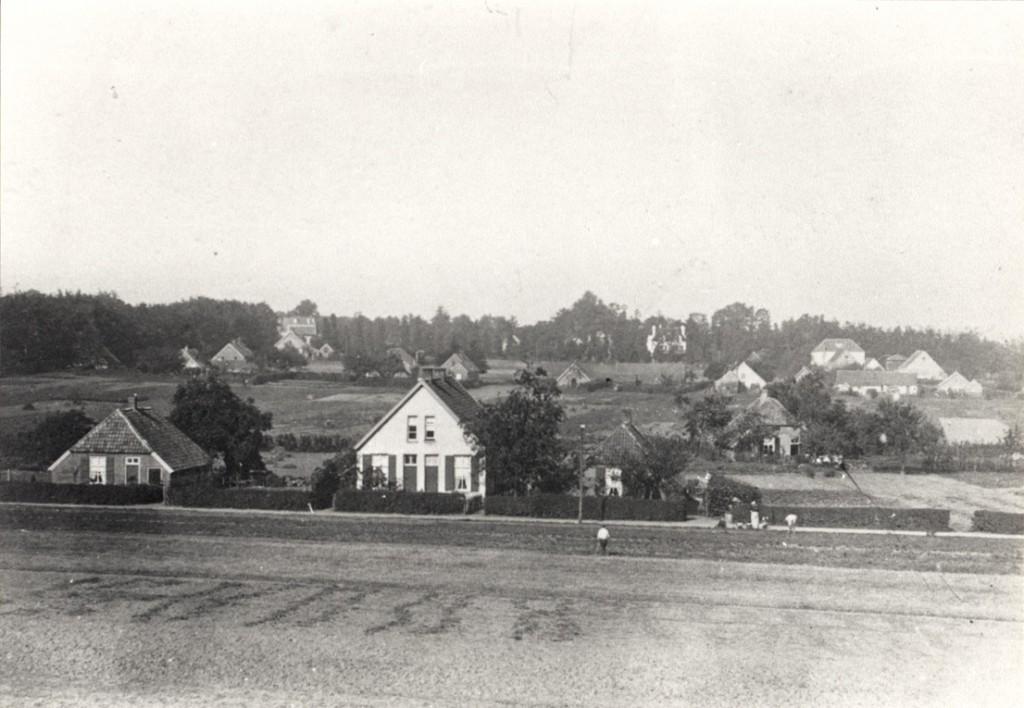 We eindigen bij de Parallelweg in een tijd dat de Lebretweg spaarzaam bebouwd was. ( Foto rond 1910)