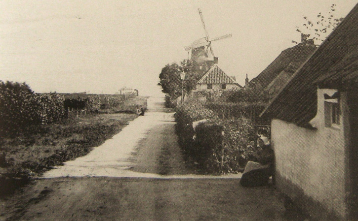 De Molenberg II op een warme, zonnige dag. Rond 1900