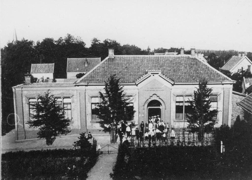 De Paasbergschool rond 1905.