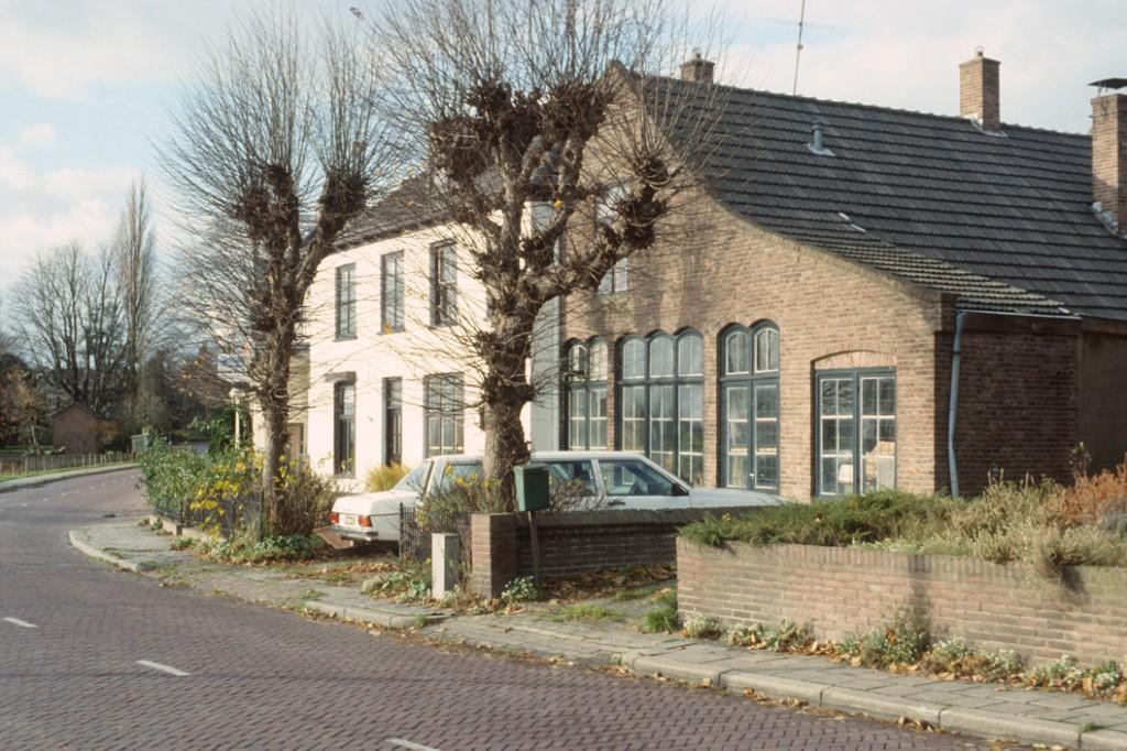 Benedendorpsweg 117, de oude smederij van Breman, en 119, beide nu woonhuis.
